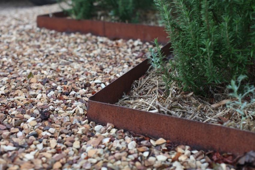 Garden Landscaping Ideas For Borders And Edges Metal Landscape Edging Metal Garden Edging Steel Garden Edging