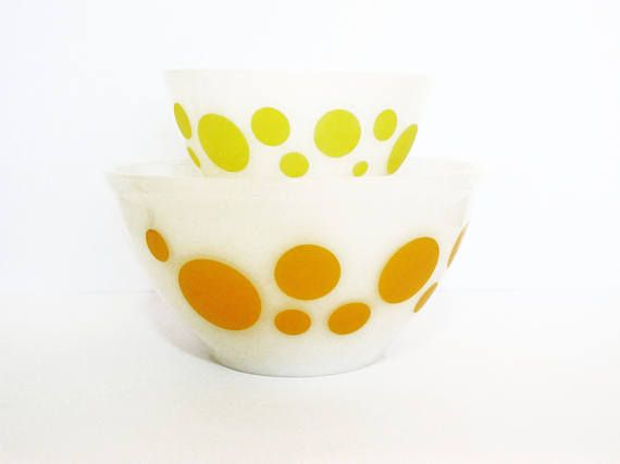 Crown Agee Pyrex Polka Dot Mixing Bowls Set of 2 in Orange & Yellow ...