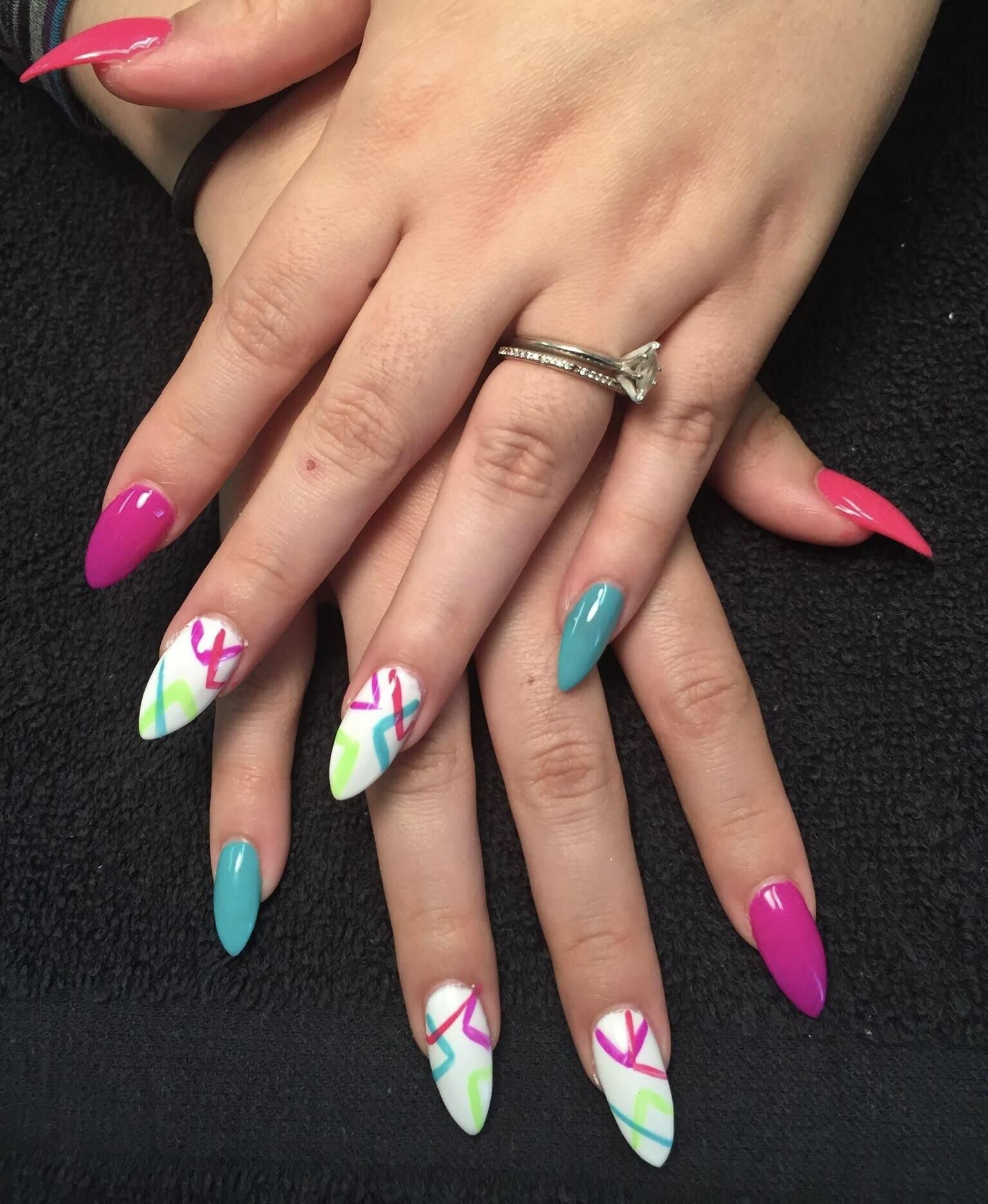 Traditional Full Set Of Acrylic Nail Enhancements 40 Make Nail Enhancements Your Own With Custom Nail Art T Pedicure Nail Art Manicure Manicure And Pedicure