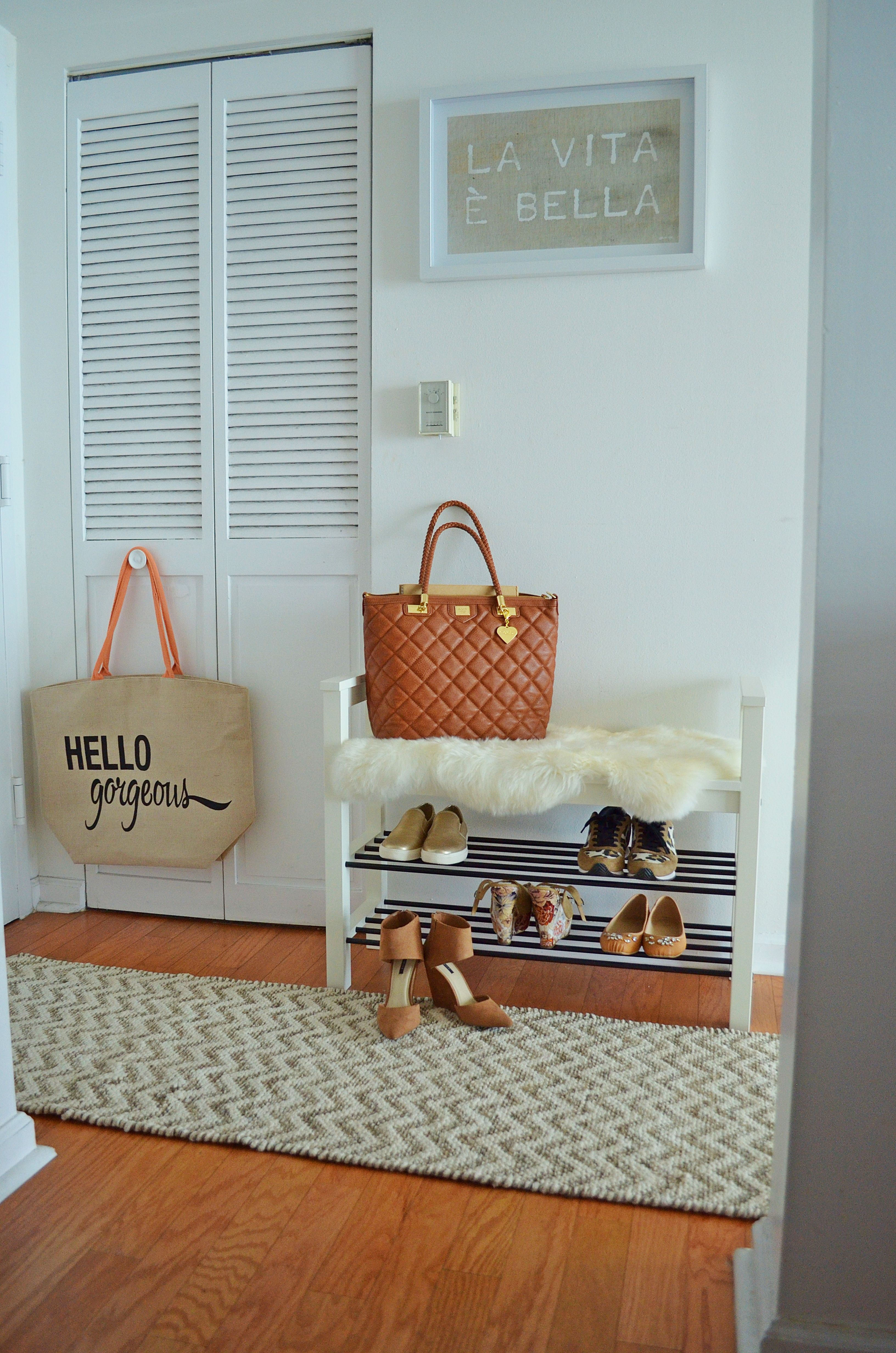 Hallway furniture for small space  ENTRYWAY DECOR IDEAS Turn a small hallway into a chic and cozy