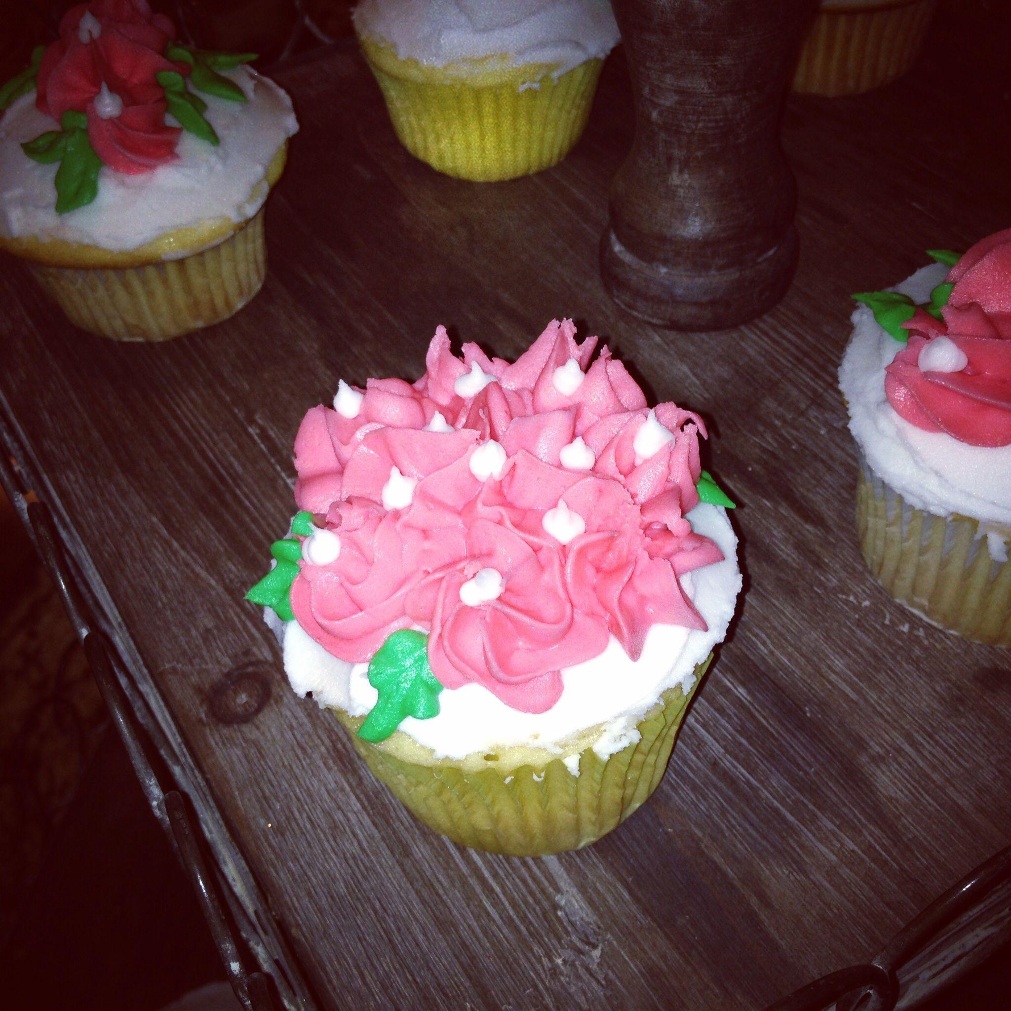 Floral cupcake design