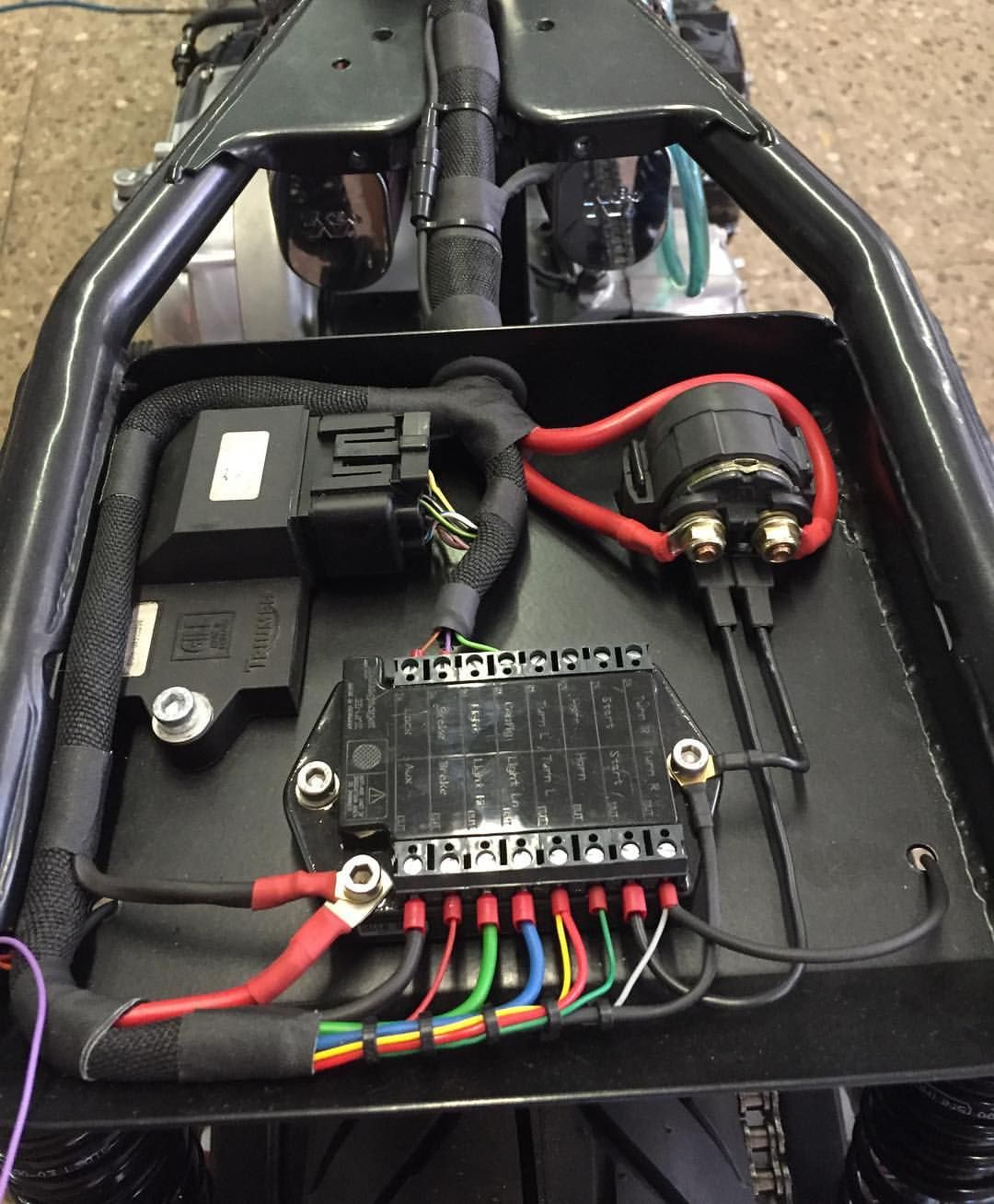 gef llt 39 mal 3 kommentare caferacersbcn auf instagram rh pinterest com custom motorcycle wiring harness custom motorcycle wiring harness kits