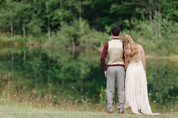 Rustic Boho Chic Country Wedding With Stunning Wild Flowers & Barn Perfect For Bluegrass Dancing | Photograph by Dan and Melissa Photography  http://www.storyboardwedding.com/rustic-boho-chic-wedding-wild-flower-barn/