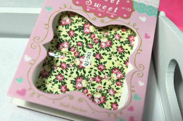 GlitterFrosting: Testissä Lady Queen Shopin siirtokuvat http://www.ladyqueen.com/1-sheet-nail-art-water-transfers-decals-stickers-decoration-flowers-na0409.html http://tuikutus.blogspot.fi/2016/03/testissa-lady-queen-shopin-siirtokuvat.html