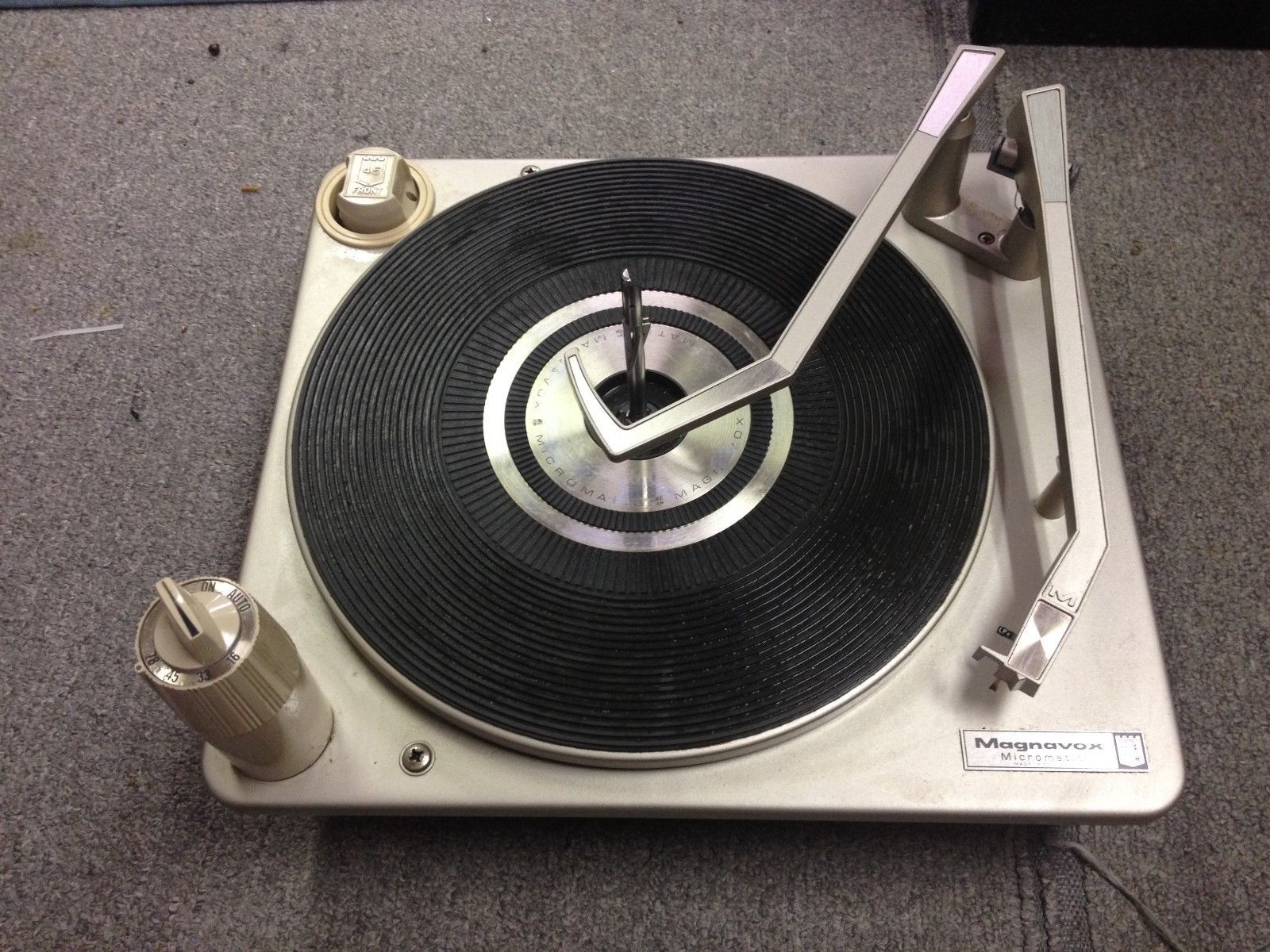 Vintage magnavox micromatic stereo record changer   Stereo