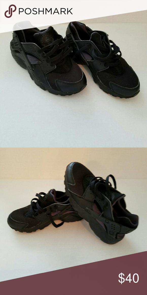 Nike black Huraches kids