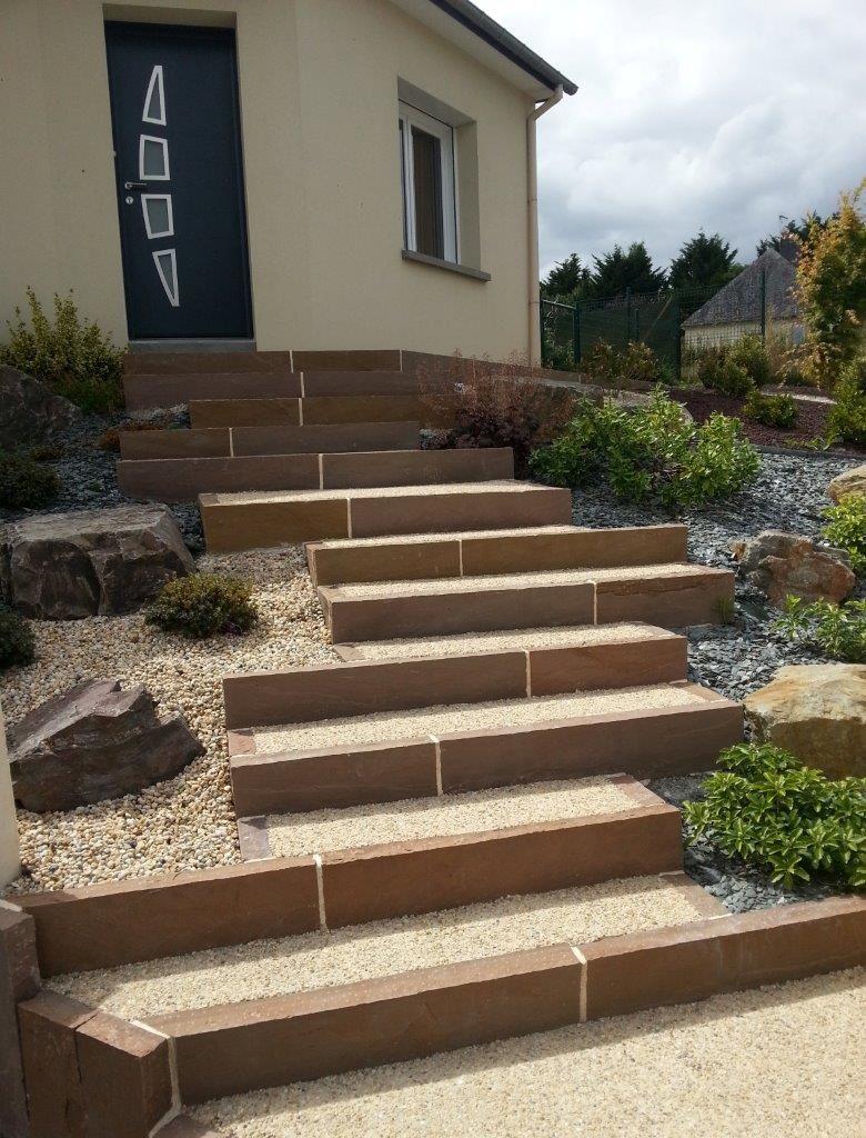 escalier en b ton d sactiv et bordure gr s ocre jardin pinterest beton d sactiv. Black Bedroom Furniture Sets. Home Design Ideas