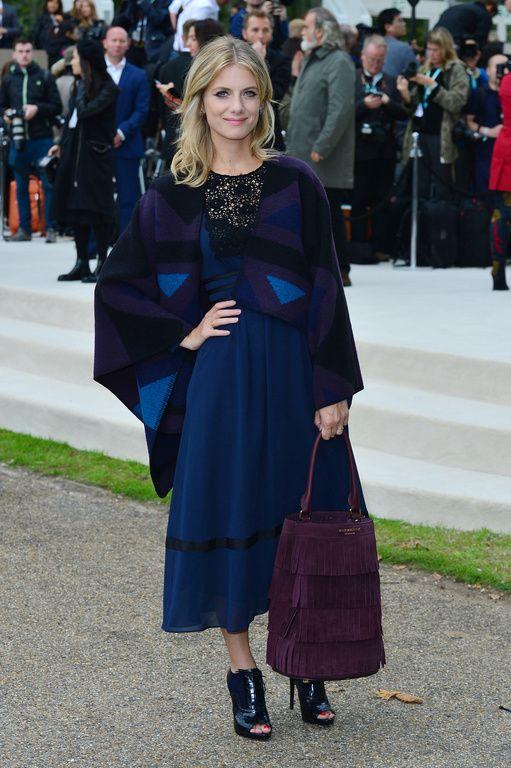 Kate Moss, Cara Delevingne, Mélanie Laurent   pluie de stars au défilé  Burberry d3ce482c5c5