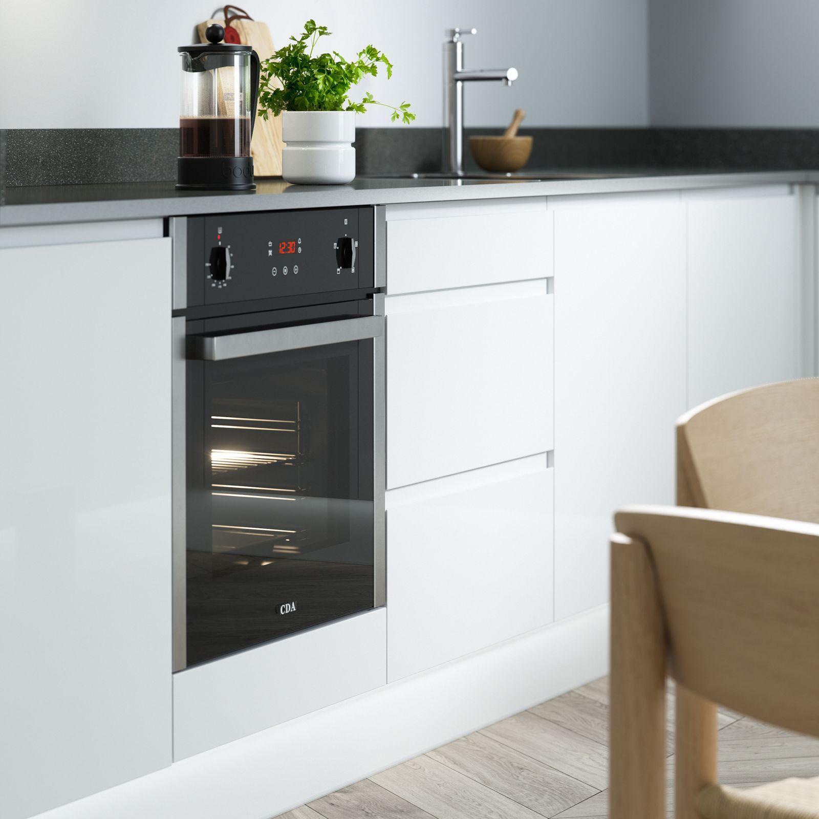 J Pull Kitchen in White Kitchen Handleless kitchen