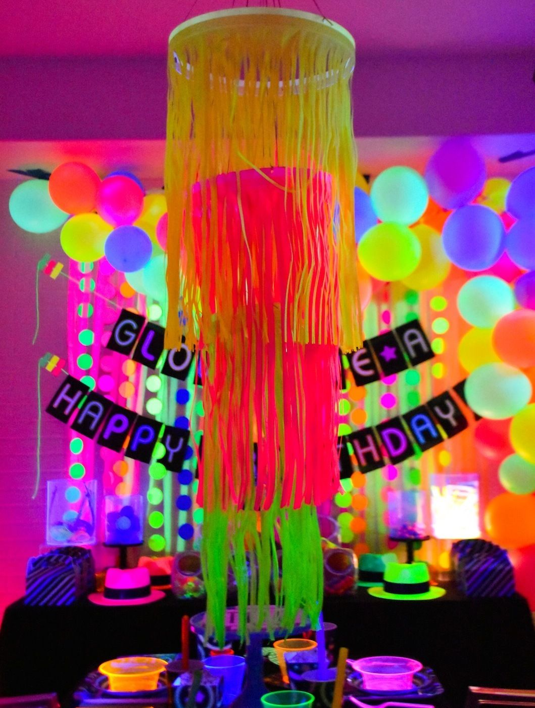 Fun365 Craft Party Wedding Classroom Ideas Inspiration Diy Neon Party Neon Party Glow Stick Party