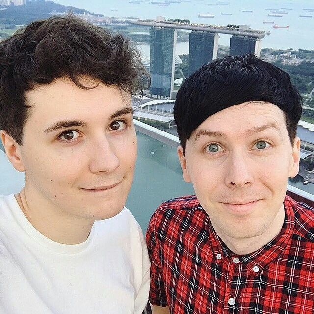 Fml LOok aT ThIS LIP bitEeee Omggg I'm DYING. And also Phil's little cute smile OMG and Dans hair. Holy! Everything about ThIS is just PERfEct!!