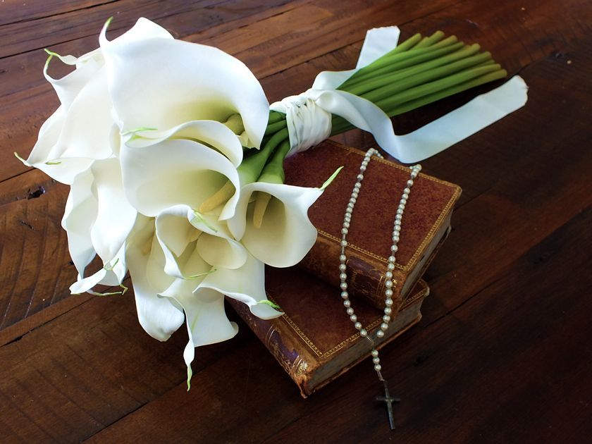 Elegante ramo de calas en flores de seda francesas.  Exclusivo de Flower Boutique Chile