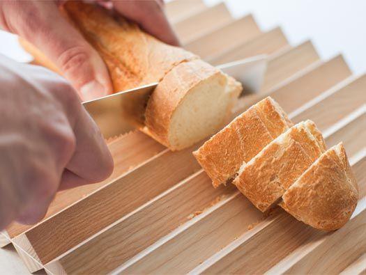 Pragma Breadboard/Knife Set by Valentin Bussard
