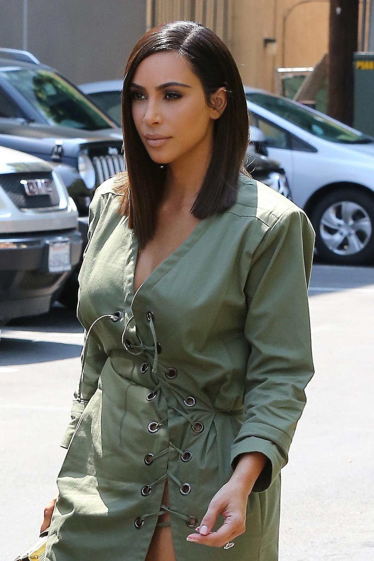 Kim Kardashian West Goes For The Shoulder Length Chop Black Long Bob Kim Kardashian Hair Kardashian Hair
