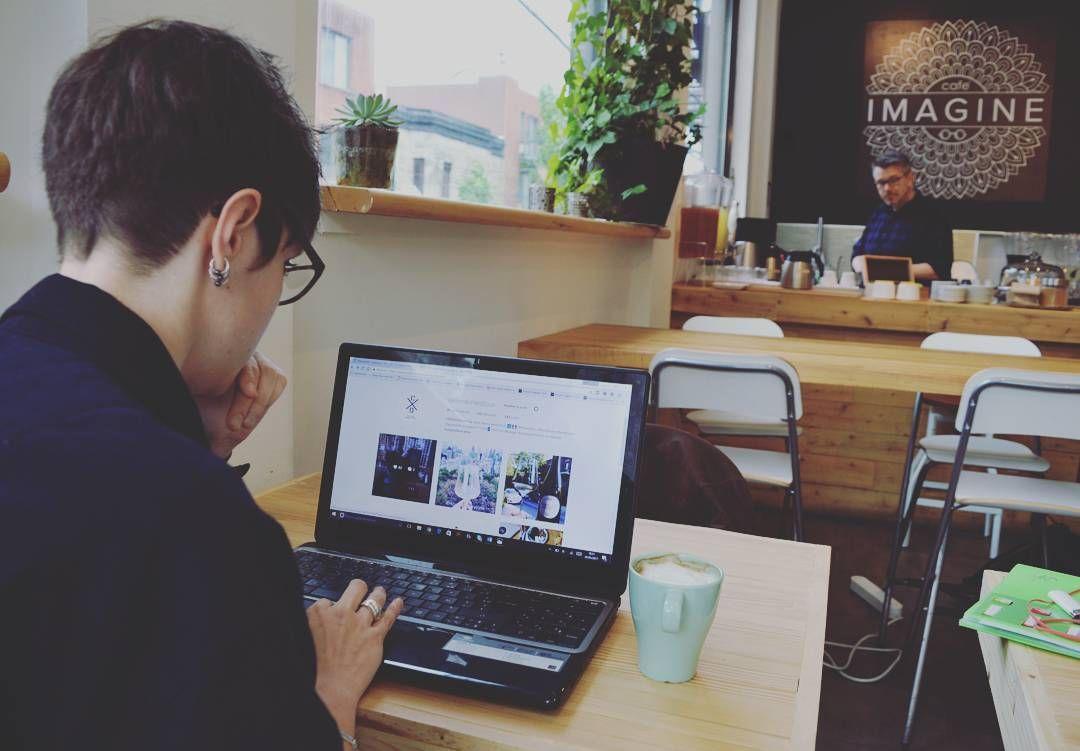 Chez @CellierDomesticus on aime bien travailler et découvrir des endroits sympathiques à #Montréal. Parfait pour commencer la semaine #Mondaymotivation un bon café  @cafeimaginemtl !