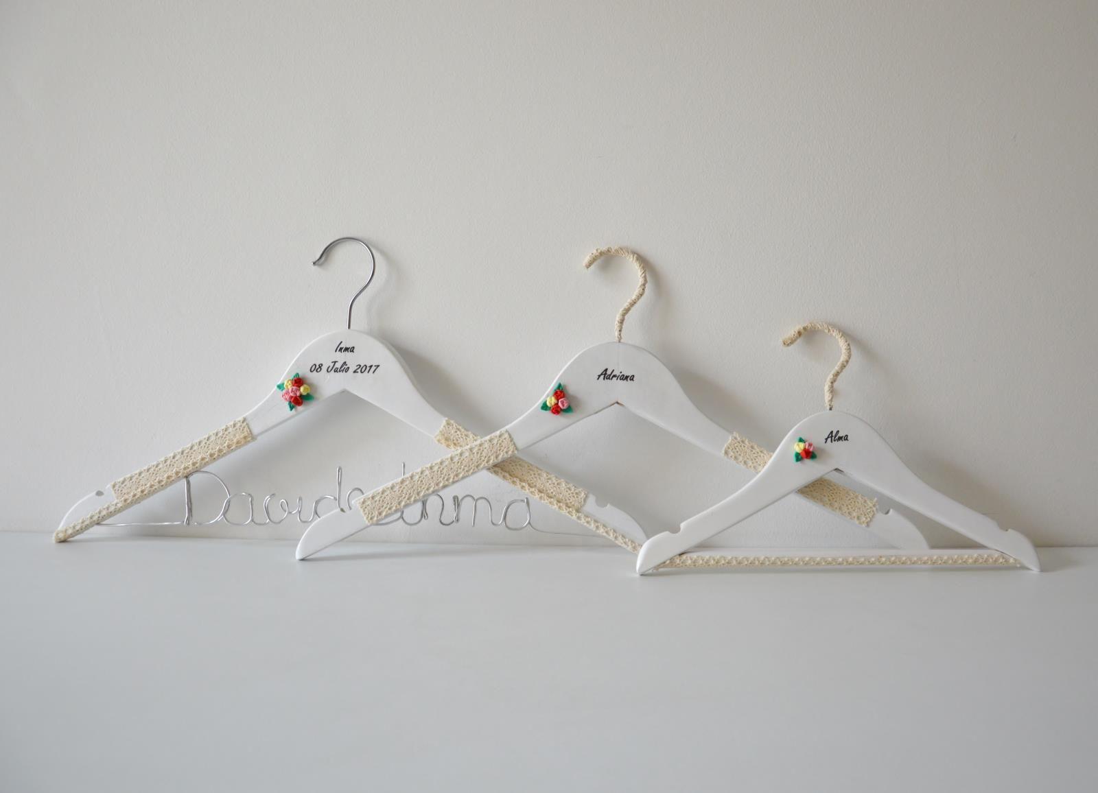 Detalles Para Bodas Perchas Personalizadas Para La Novia Y Sus  ~ Perchas Personalizadas Para Tiendas