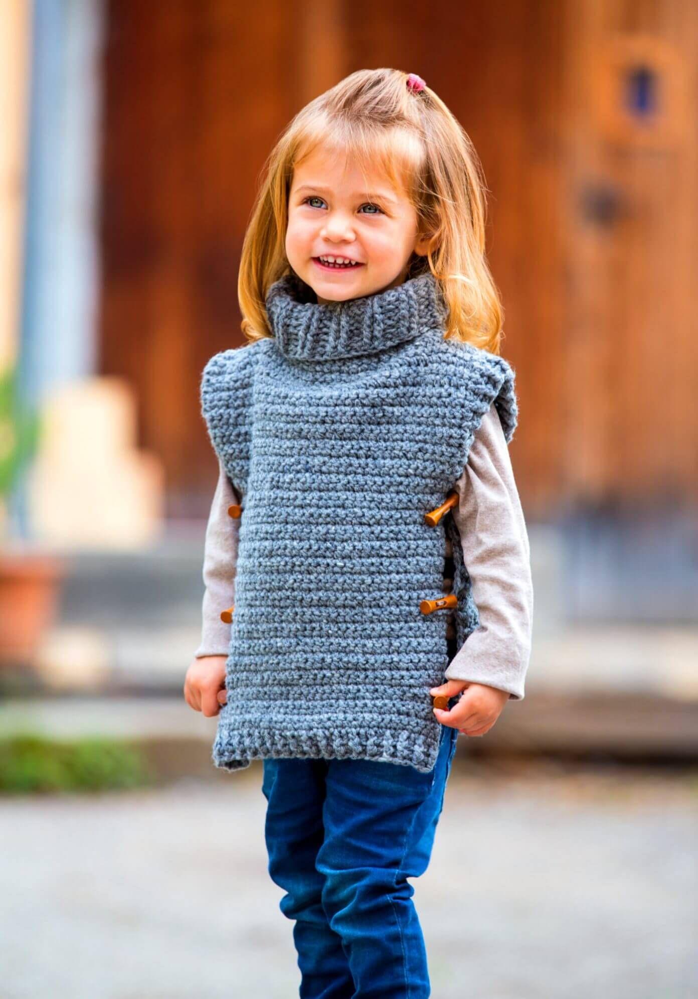 Photo of Warmer Tweed-Poncho für Kinder – kostenlose Häkelanleitung