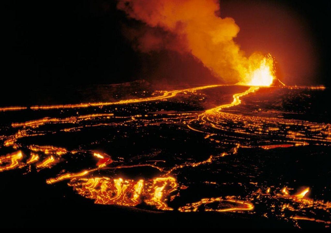 El volcán Kilauea amenaza a las poblaciones de Hawai__es terrible!!! Los volcanes desgraciadamente deciden ellos, pero a la vez es una maravilla, eso genera vida, tierra y despus arboles, es asi...