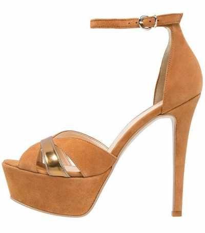 Un Calzado Típicamente Veraniego Las sandalias, junto con las chanclasy las alpargatas, están consideradas como un calzado típicamente veraniego y que es