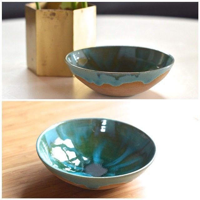 Super fin keramik skål med løbende glasur i smukke grønne og turkise farver - 69kr