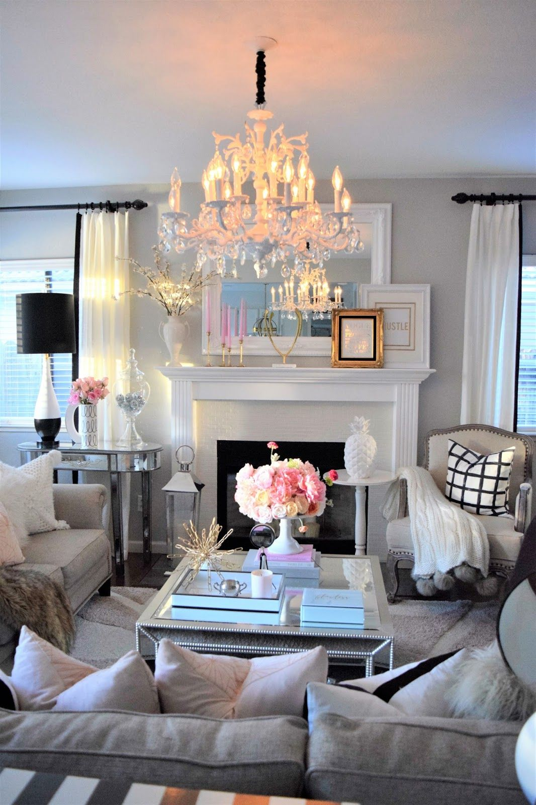 Cozy Romantic Living Room: Glamour Living Room, Comfortable