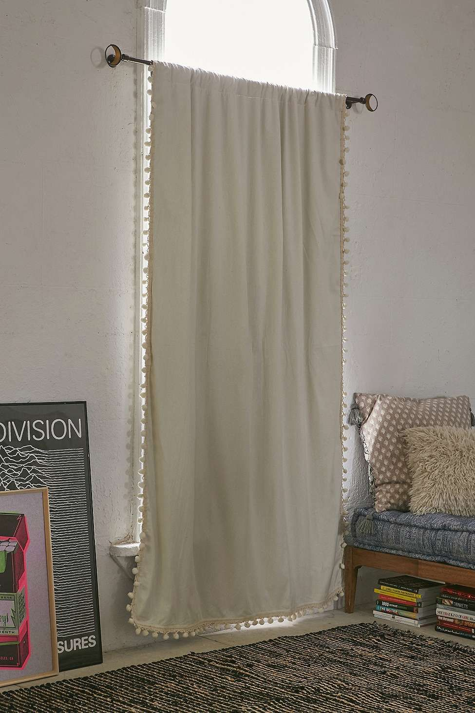 ivory pompom curtain panel diy rideaux chambre. Black Bedroom Furniture Sets. Home Design Ideas