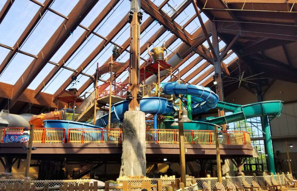 Six Flags Great Escape Lodge Indoor Waterpark Queensbury New York A Fantastic Destination For Those Who Lo In 2020 Indoor Waterpark Places In America Indoor Places