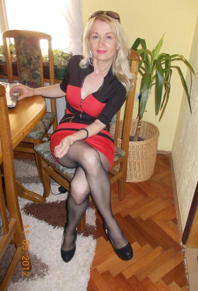 That's hot!! Old mature in pantyhose love