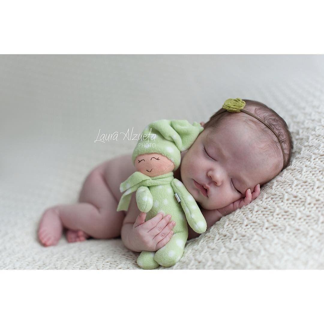 Ai que soninho! Conta pra gente como foi o dia de vocês mamães! Desejamos a todos lindos sonhos e até amanhã. Boa noite! (: @lauraalzueta) #instacute #instababy #photography #dream #goodnight #atéamanhã #sleepybaby by sitebebe