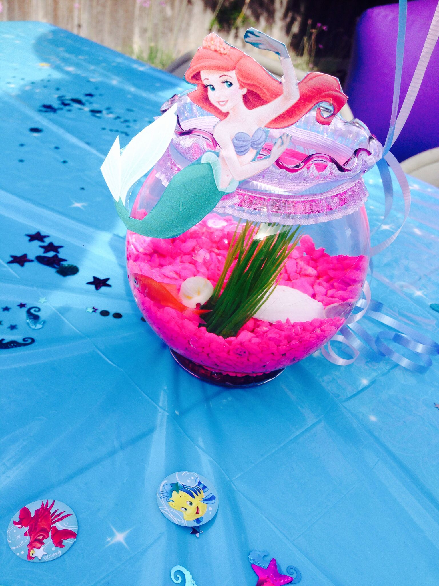 Little mermaid fishbowl centerpieces party ideas for for Ariel birthday decoration ideas
