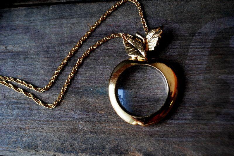 Lovely Vintage Glass Pendant /& Chain