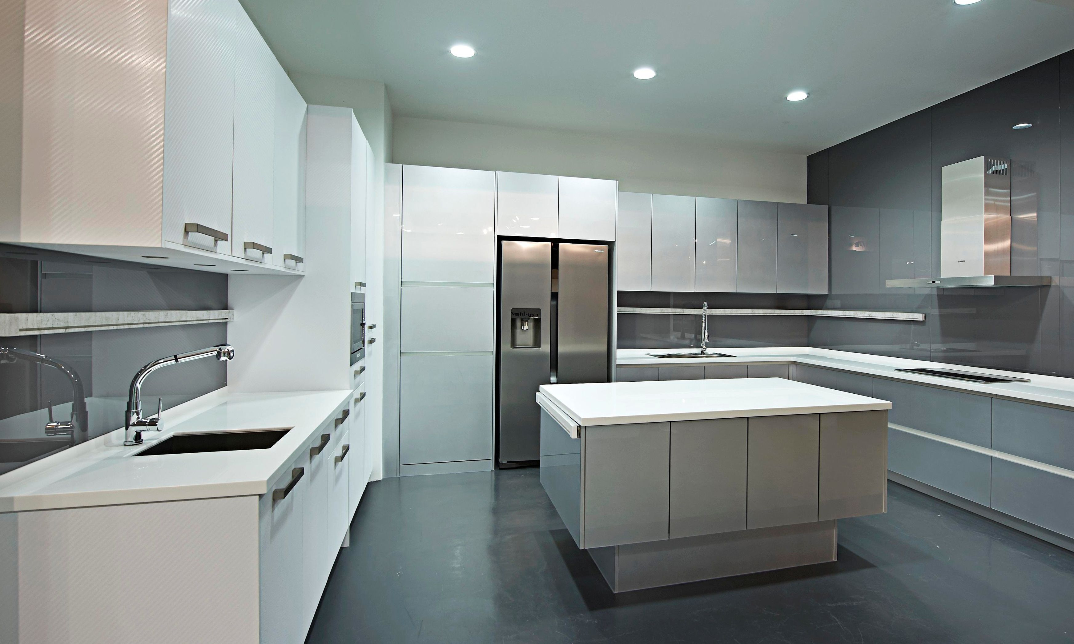 Mainline Power installed in a modern white and grey, gloss kitchen ...