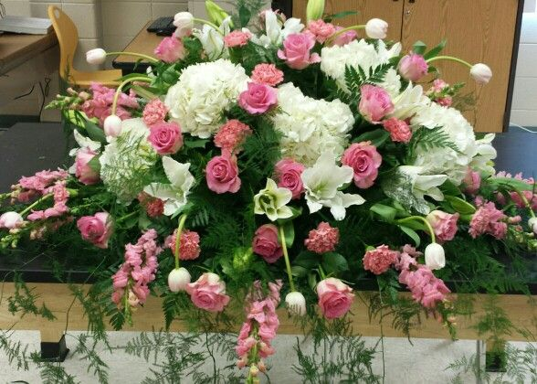 Matrimonio Bed Of Roses : Pink and white casket spray with snapdragons hydrangeas