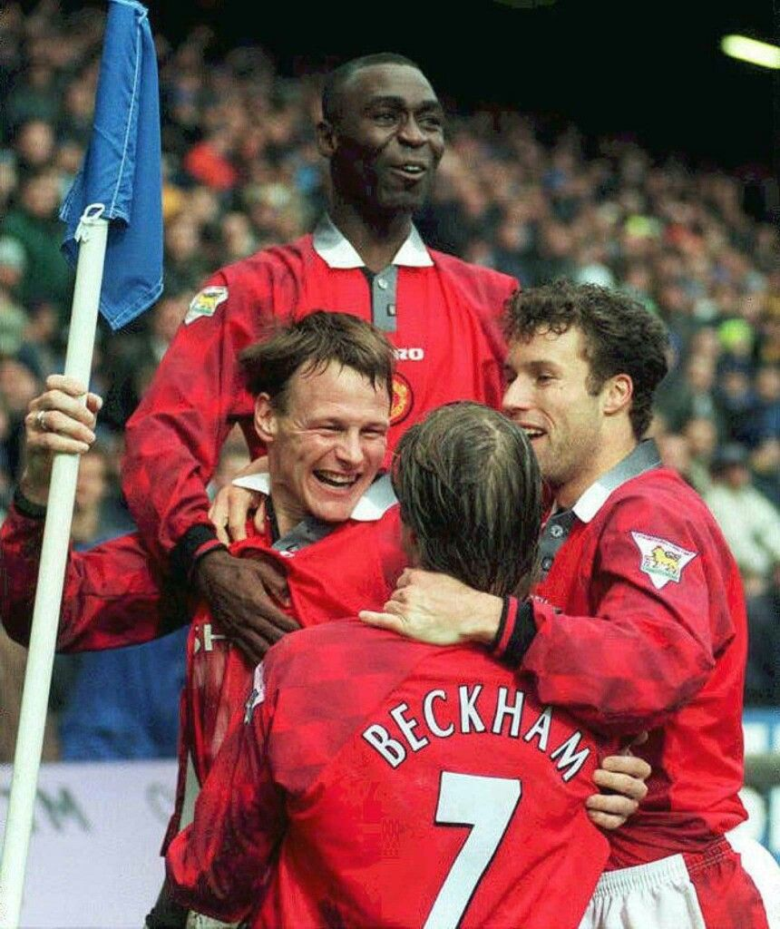 Chelsea 3 Man Utd 5 In Jan 1998 At Stamford Bridge United Players Celebrate Te Manchester United Players One Love Manchester United Manchester United Football