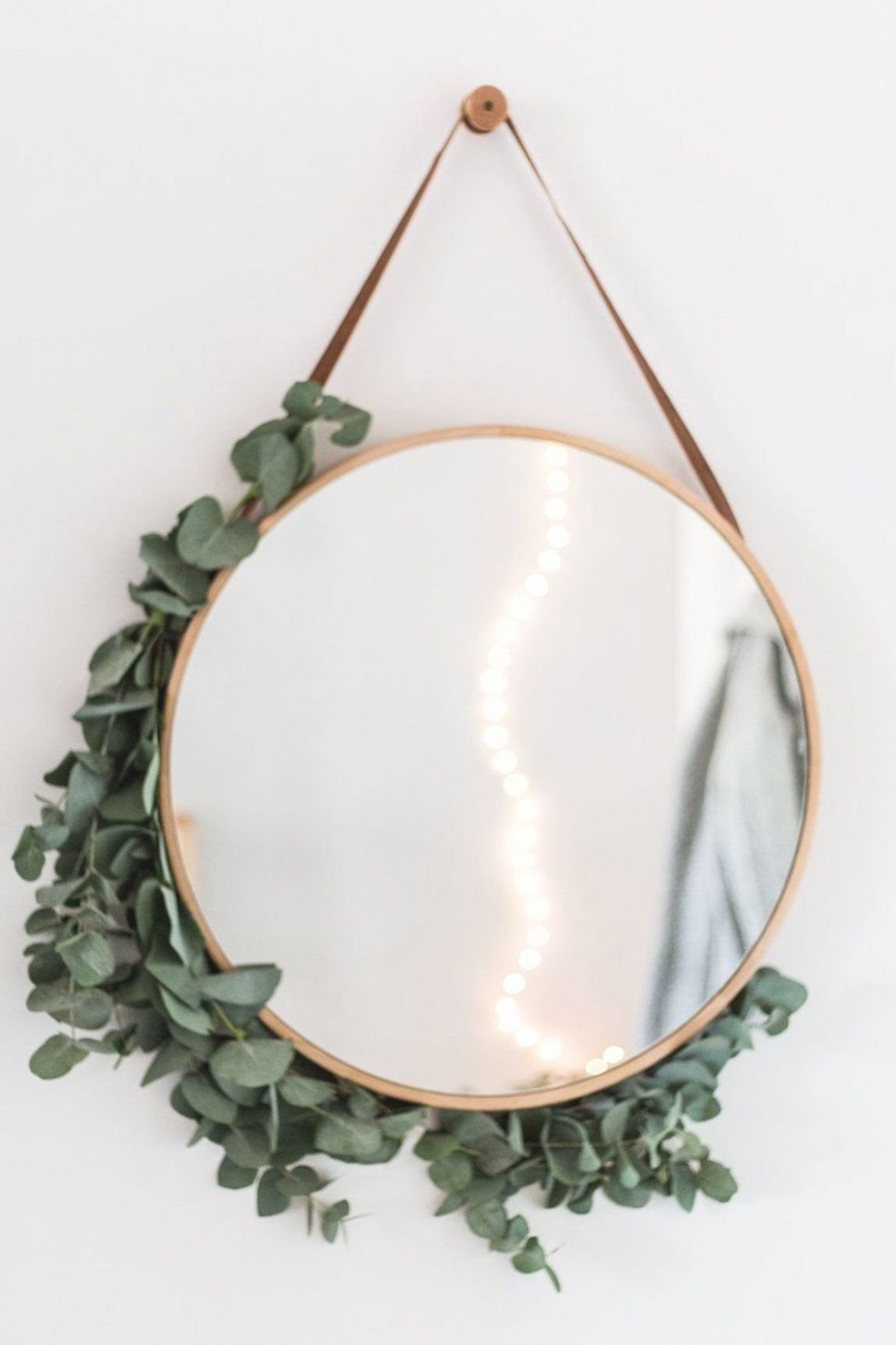 Create A Warm And Welcoming Entrance For Your Home With These Tips Click Through To Make This Diy Eucalyptus Framed Mirror In 2020 Deko Kreative Ideen Deko Spiegel