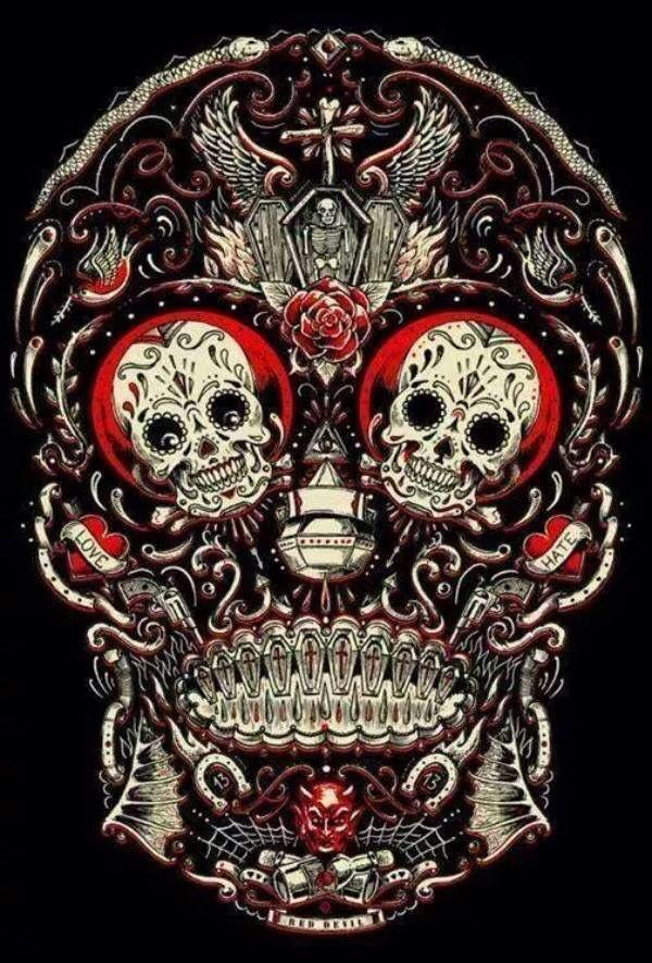 The Unique Design Of Colored Skull Bottles