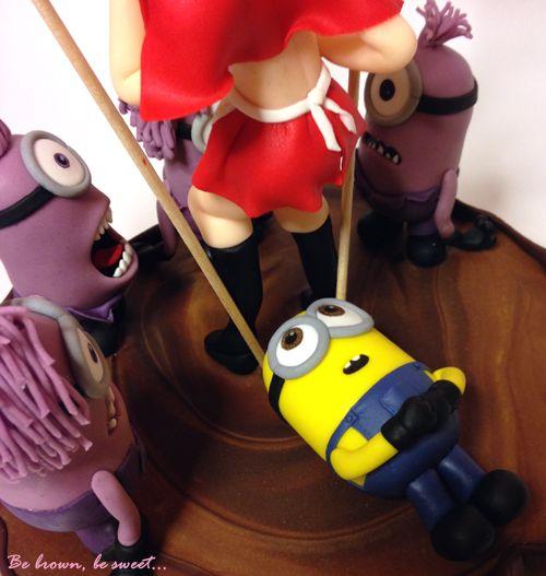 Toppers de minion amarillo y minions morados realizados en fondant. #caperucita #minion #chicasexi #littleredhood #sexigirl #sexifondantgirl