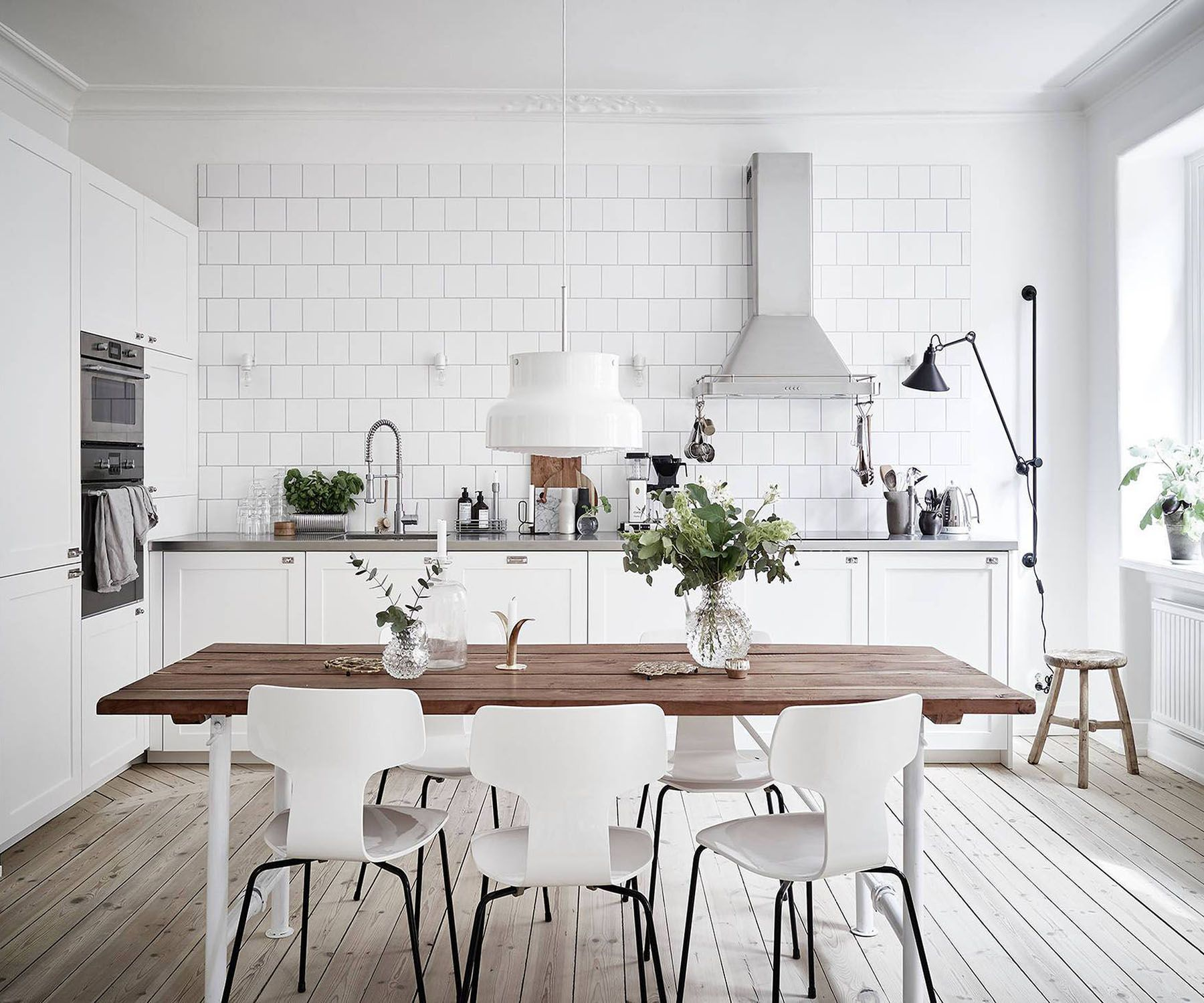 These Minimalist Kitchen Suggestions Are Equal Parts Calm And Also Stylish Discover The Most Trendy Dining Room Scandinavian Kitchen Design Dining Room Design