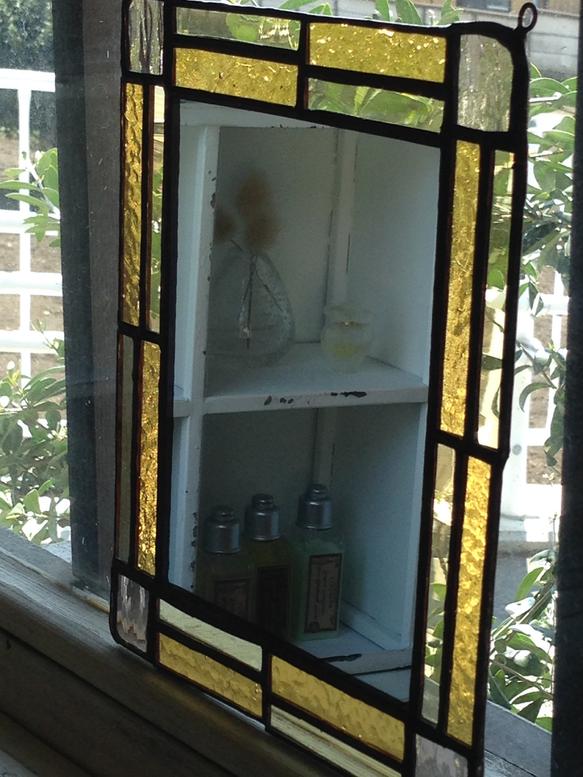 セピア・アンバー色のガラスで作りました。壁掛けタイプでワイヤーで吊るします。たて20×よこ17、5(cm)|ハンドメイド、手作り、手仕事品の通販・販売・購入ならCreema。