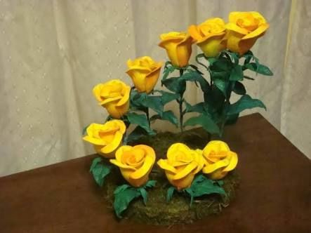 Resultado de imagen para centros de mesa con flores de goma eva