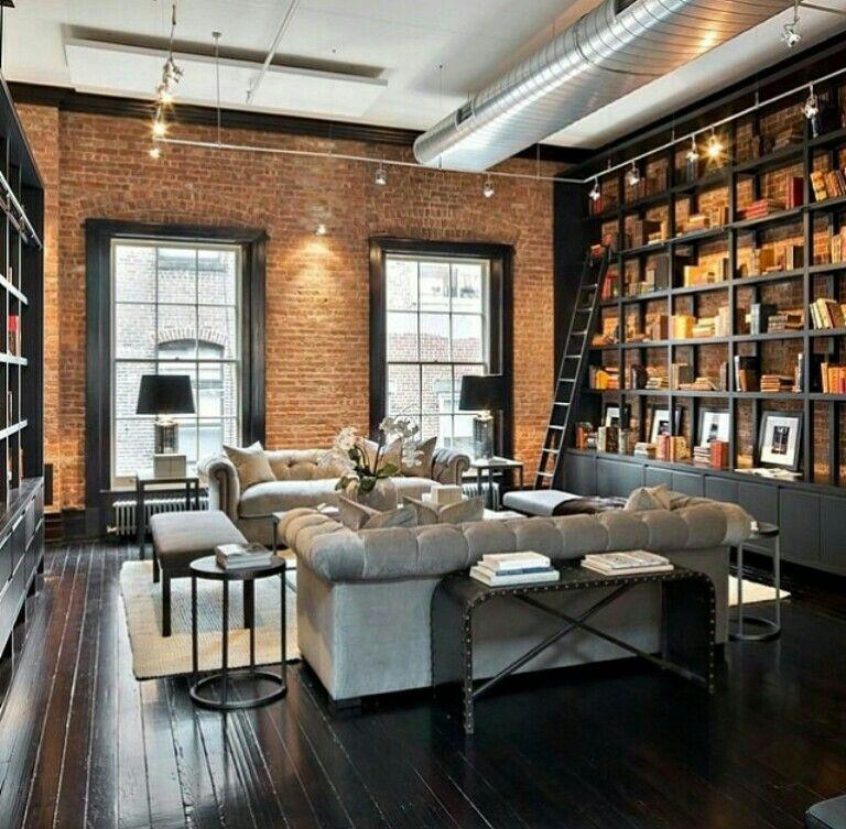 Books and ladders Yer ahşap güzel. Dekorasyon modern klasik. Pencere kaplamaları güzel. Koltuklar deri olsa dinlenme odası bi tarz olabilir.
