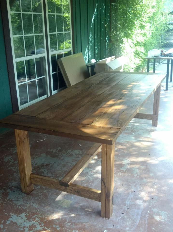 Outdoor dining table - looks like the one from Ana White's site.
