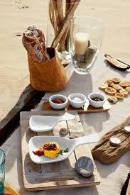 Samen eten op het strand. Heerlijk zolang het nog mooi weer is kan je er nog van genieten
