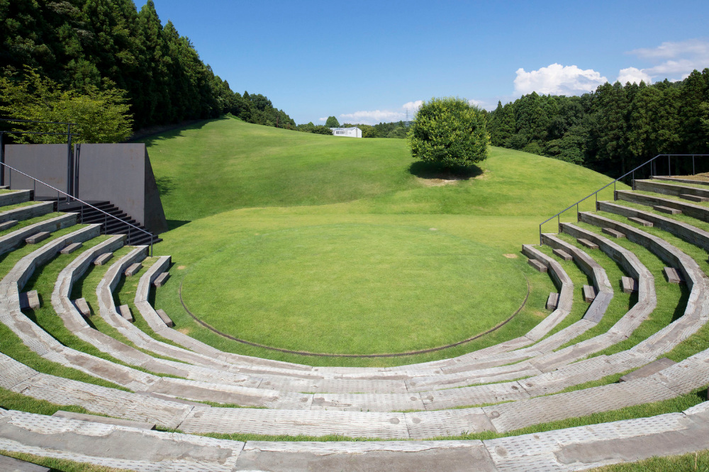Galereya Biloyi Altanki Ta Teatru Pid Vidkritim Nebom Majsternya Dizajnu Apl 20 Open Air Theater Amphitheater Architecture Open Air