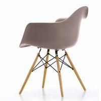 Eames Plastic Armchair von Vitra in mauve