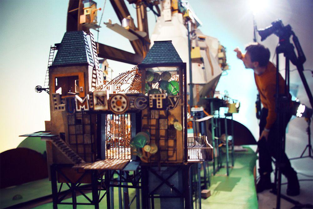 Lumino City A Handmade Paper Video Game By State Of Play Paper Video State Of Play Installation Art