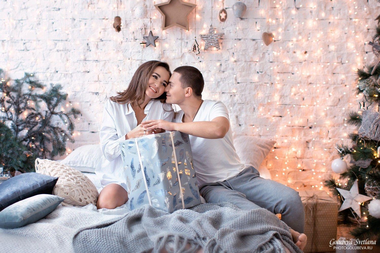 примеры поз в новогодней фотостудии для пары