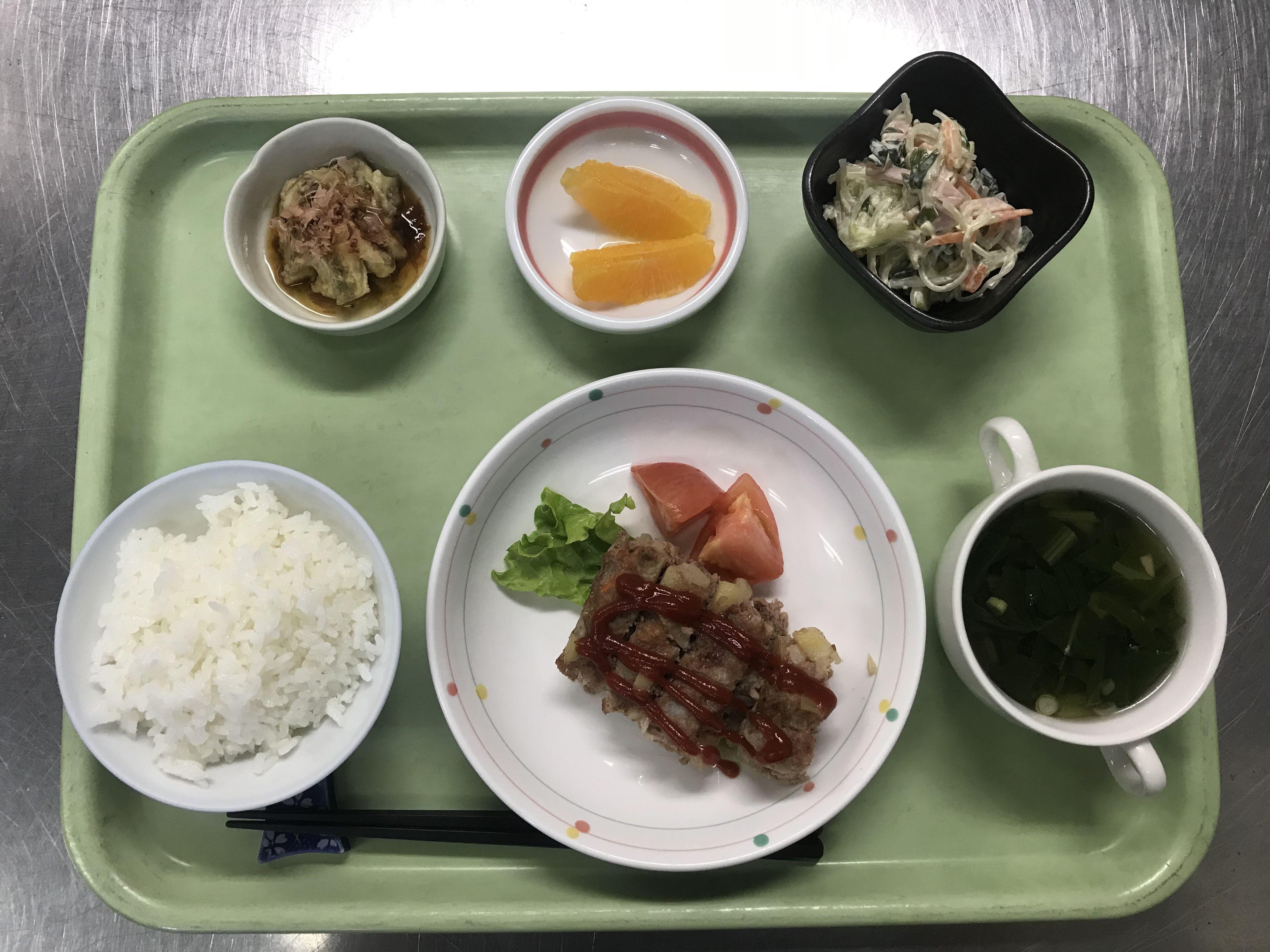 ポテトミートローフ、焼きなす、きゅうりと春雨のサラダ、小松菜のスープ、オレンジでした!604カロリーです