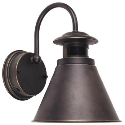 Ourdoor Lamp To Illuminate House Numbers Automatic Turn On Shut Off Dusk To Dawn Featur Bronze Outdoor Lighting Motion Lights Outdoor Outdoor Light Fixtures