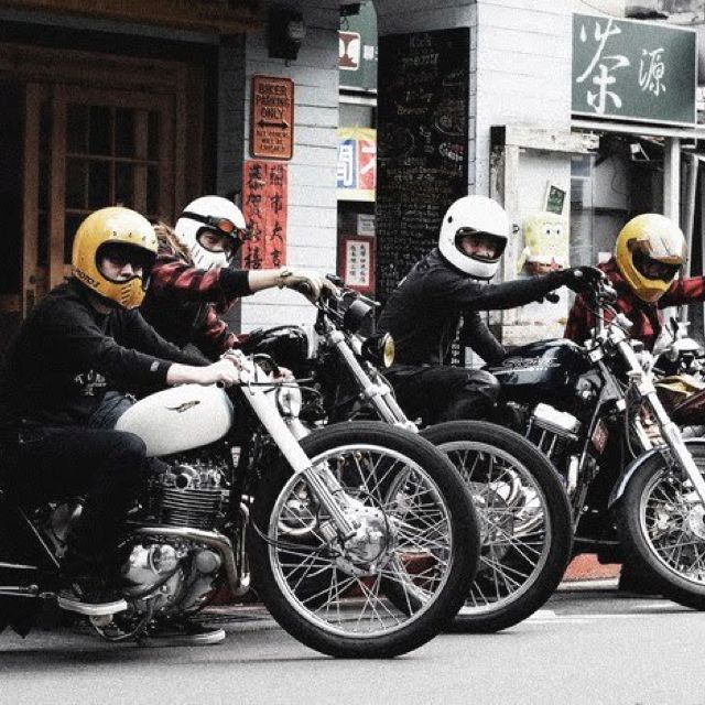 bobbers and new vintage full face helmets casque bell moto 3 harley pinterest full face. Black Bedroom Furniture Sets. Home Design Ideas